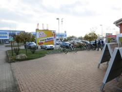 L.-Erhard-Str./OBI, Eingang, Sicht Baumarkt