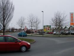 L.-Erhard-Straße / OBI, Sicht Kreisverkehr