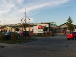 L.-Erhard-Straße / OBI, Sicht Einfahrt