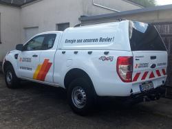 Transporterbeschriftung Fiat Ducato-Fahrzeugbeschriftung Ford Ranger mit Warnmarkierung