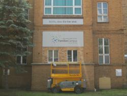 FamilienCampus Lausitz-Fassadenschilder 4 x 2 m