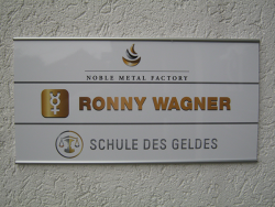 Noble Metal Factory OHG Ronny Wagner-Primus Schilder mit Beschriftung